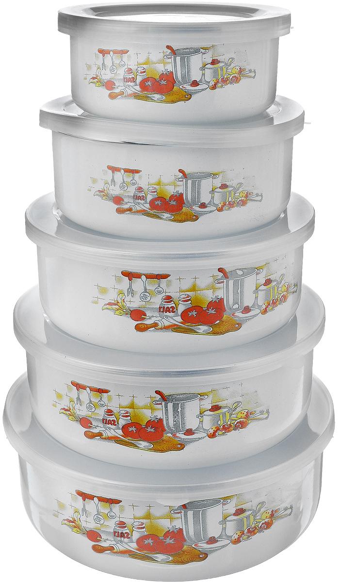 Набор эмалированных мисок Calve, с крышками, 10 предметовCL-7002_кухонные приборыНабор Calve состоит из 5 круглых мисок разного размера, выполненных из высококачественной стали с эмалированным покрытием. Миски снабжены пластиковыми, плотно прилегающими крышками. Внешние стенки мисок декорированы красочным изображением. Миски являются универсальным приобретением для любой кухни. С их помощью можно готовить блюда, смешивать жидкости и продукты, хранить пищу и соусы без проливания, а также сервировать стол. Оригинальный дизайн, высокое качество и функциональность набора Calve позволят ему стать достойным дополнением к вашему кухонному инвентарю. Можно мыть в посудомоечной машине. Диаметр мисок (по верхнему краю): 10,5 см; 12,5 см; 14,2 см; 16 см; 18 см. Высота стенок (без учета крышек): 4,5 см; 5 см; 5,5 см; 5,8 см; 6 см. Объем мисок: 200 мл; 250 мл; 450 мл; 800 мл; 1 л.