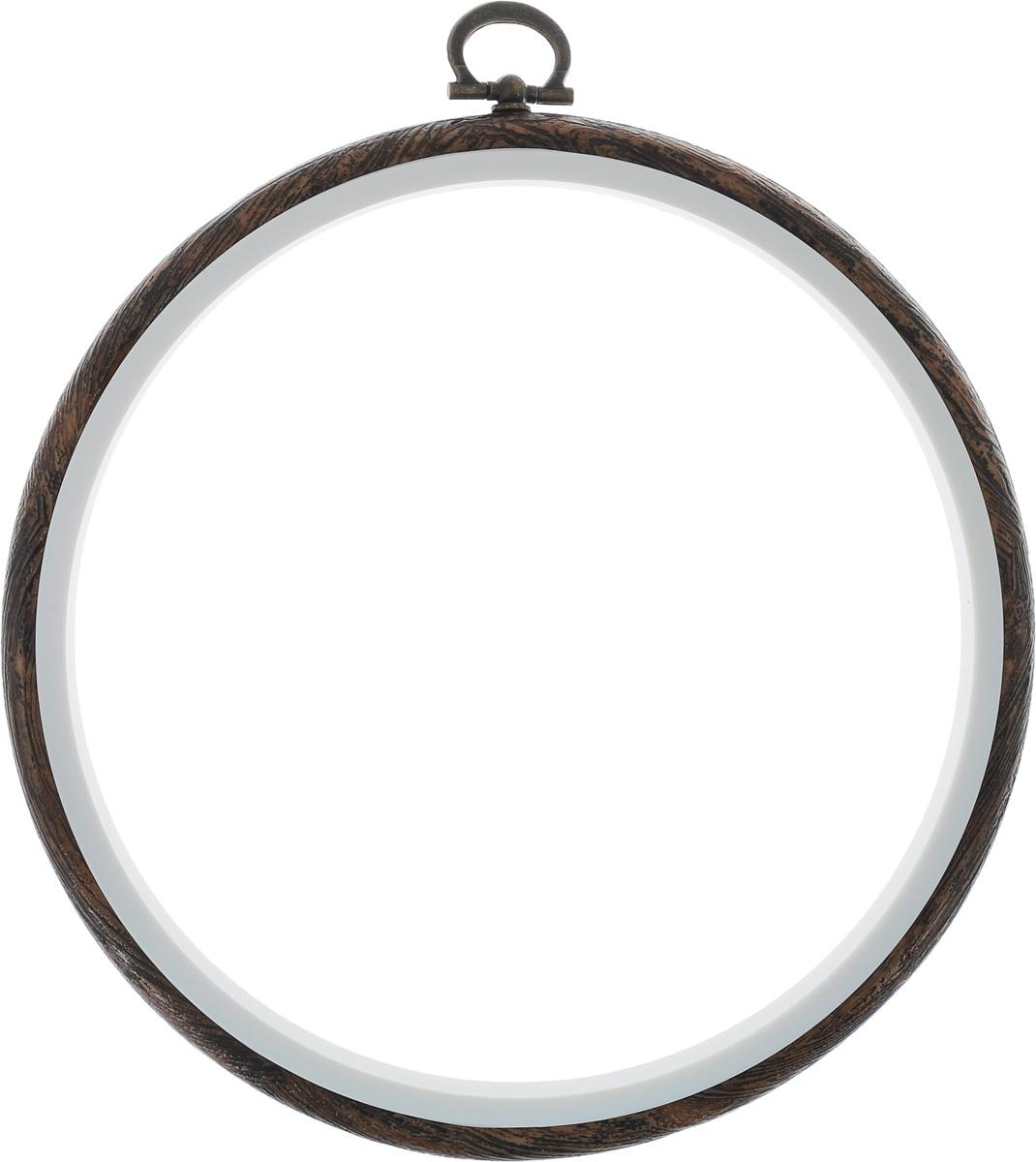 Пяльцы-рамка Hemline, диаметр 15 смN9006/WПяльцы-рамка Hemline, выполненные из пластика, идеально подходят для вышивки. Изделие можно использовать как пяльцы для вышивания или как рамку для оформления готовой работы. Пяльцы надежно фиксируют ткань, натяжение можно ослабить поворотом металлического кольца. Внутренний диаметр пяльцев: 15 см. Внешний диаметр пяльцев: 17 см.