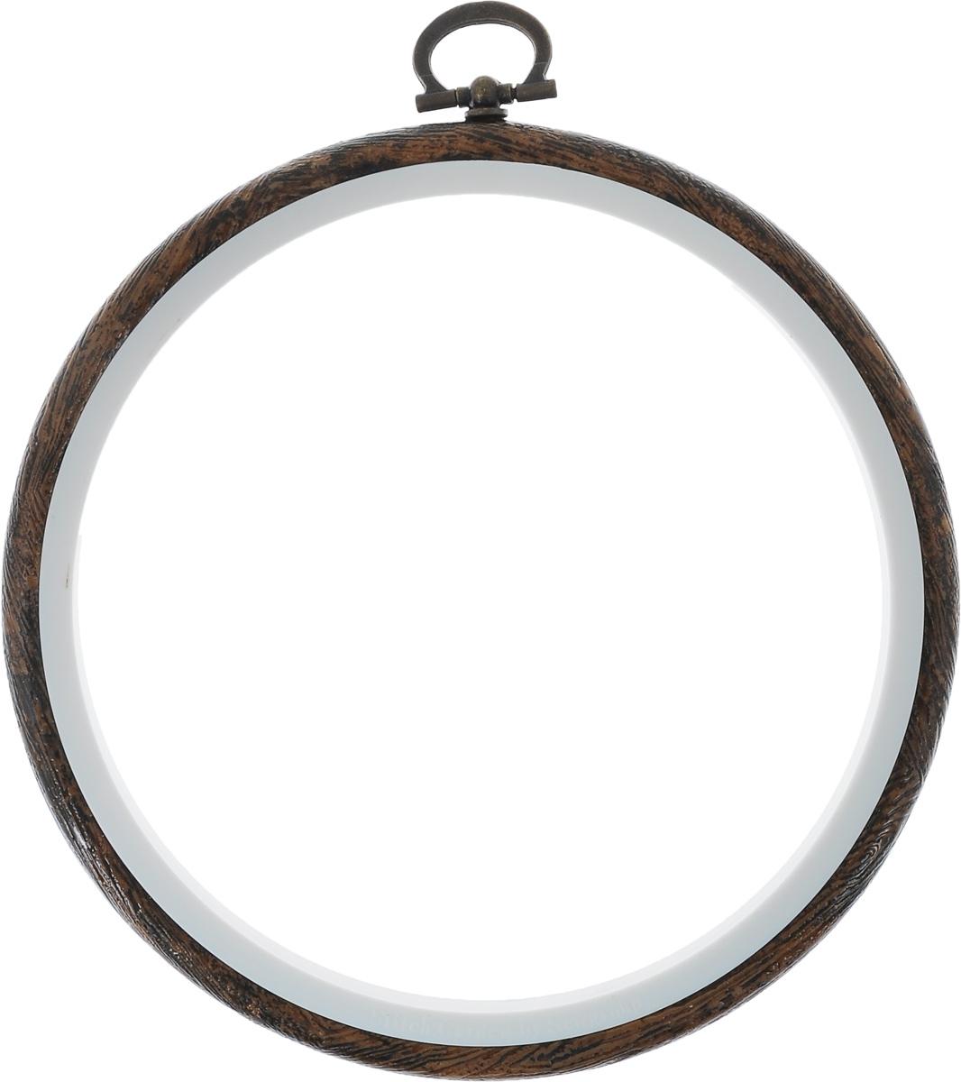 Пяльцы-рамка Hemline, диаметр 12,5 смN9005/WПяльцы-рамка Hemline, выполненные из пластика, идеально подходят для вышивки. Изделие можно использовать как пяльцы для вышивания или как рамку для оформления готовой работы. Пяльцы надежно фиксируют ткань, натяжение можно ослабить поворотом металлического кольца. Внутренний диаметр пяльцев: 12,5 см. Внешний диаметр пяльцев: 14,5 см.