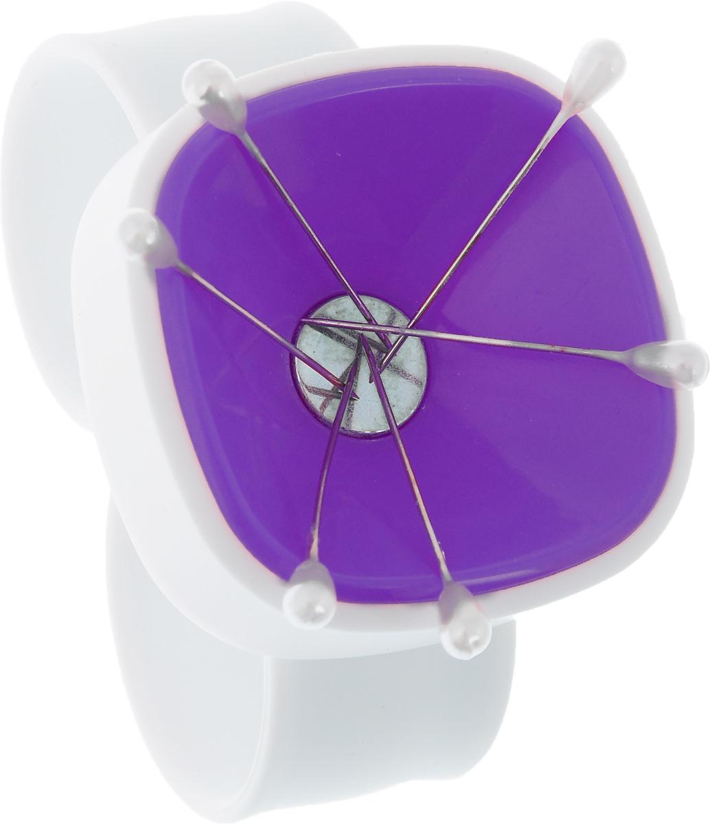 Магнитная игольница на запястье Hemline, цвет: белый, фиолетовый276.WP_фиолетовыйМагнитная игольница на запястье Hemline изготовлена из пластика и силикона. Изделие надежно удерживает иглы и булавки благодаря специальному магниту. Игольница имеет легкий вес, проста и интересна в использовании. Надевается на запястье, что очень удобно при работе. Браслет имеет универсальный размер и гибкий ремешок, поэтому легко надевается и снимается. В комплекте предусмотрено 6 портновских булавок. Длина ремешка: 25 см. Ширина ремешка: 2,3 см. Размер игольницы: 5 х 5 х 2 см.