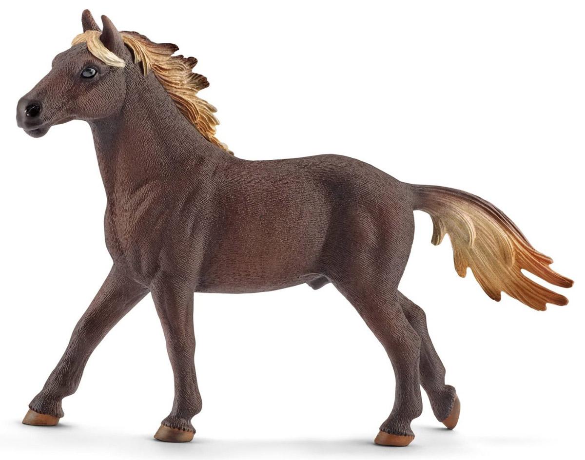 Schleich Фигурка Мустанг жеребец13805Очаровательная фигурка Schleich Мустанг жеребец обязательно понравится вашему ребенку и дополнит его коллекцию удивительных фигурок. Мустанги - небольшие, но сильные лошади. Они держат голову прямо и гордо, ведь они привыкли жить в дикой природе без людей, кормящих и ухаживающих за ними. Мустанги бывают различного окраса, но чаще всего они чалые или серовато-коричневые. После мустангов в Америке появились арабские и берберские скакуны. Они смешивались с мустангами, и даже сегодня можно заметить благородные черты этих скакунов среди диких лошадей. Часто говорят, что мустанги упрямы. Возможно это оттого, что они живут абсолютно свободно и независимо от людей.