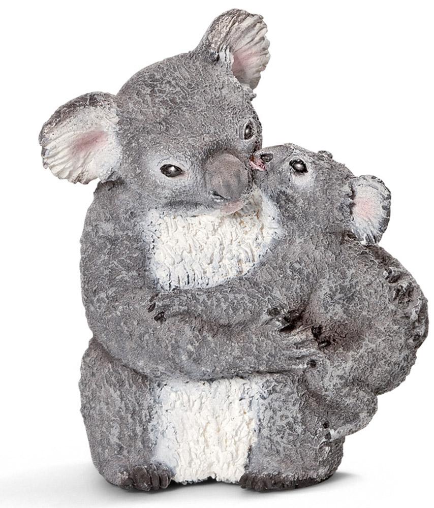 Schleich Фигурка Самка коала с детенышем14677Коала - травоядное сумчатое животное, обитающее в Австралии. Ее тело покрыто густым серым мехом. Коала один из немногих млекопитающих, имеющих отпечатки пальцев. Коала проводит всю свою жизнь на кронах эвкалиптовых деревьев. Коала - ночное животное, днем она спит, а ночью ищет себе пропитание. Коалы живут в одиночку. Обычно у коалы рождается один детеныш. В возрасте одного года детеныши становятся самостоятельными и покидают мать. Фигурка Schleich Самка коала с детенышем познакомит вашего малыша с окружающим миром и станет достойным пополнением коллекции животных.
