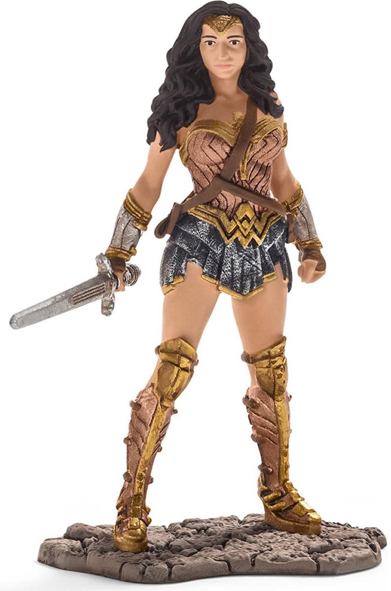 Schleich Фигурка Чудо-женщина 2252722527Фигурка Schleich Чудо-женщина обязательно понравится маленьким любителям мультфильмов и комиксов! Тиара Чудо-женщины также служит ей оружием. Чудо-женщина - единственный супергерой-женщина в Лиге Справедливости. Она также сильна и быстра как Супермен. Она носит два серебряных браслета, которые помогают ей отражать снаряды, и волшебное лассо, которое заставляет ее пленников говорить правду. Она - дочь Зевса, обучавшаяся военному искусству у Ареса. Она особенно дружна с Суперменом. У игрушки широкое основание, благодаря которому фигурка надежно стоит на различных поверхностях. Прекрасно выполненная фигурка отличается высочайшим качеством игрушек ручной работы.