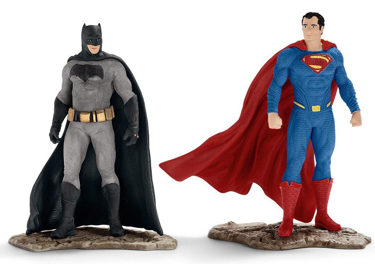 Schleich Набор фигурок Бэтмен и Супермен22529Набор фигурок Schleich Бэтмен и Супермен обязательно понравится любителям мультфильмов и комиксов! Фигурки выполнены из безопасного для здоровья детей каучукового пластика с максимальной точностью, каждая фигурка раскрашивается вручную. В набор входят 2 фигурки: Бэтмен и Супермен. У фигурок имеется широкое основание, благодаря которому фигурки надежно стоят на различных поверхностях. Настал тот день, когда два величайших супергероя будут бороться друг против друга. Это будет великая и захватывающая битва, ведь Супермен обладает могучей силой, тогда как Бэтмен имеет множество уникальных сверхспособностей.