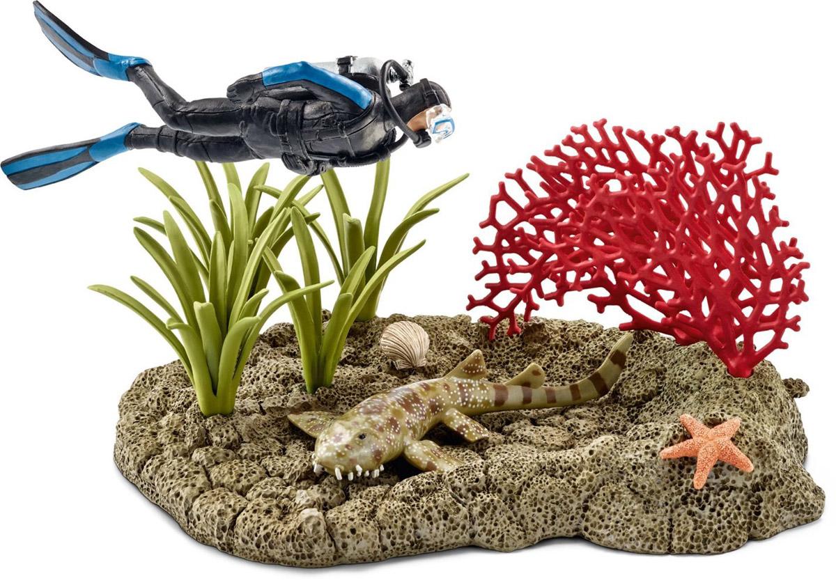 Schleich Набор фигурок Риф под водой с дайвером42328Набор фигурок Schleich Риф под водой с дайвером - великолепный игровой набор для ребенка, который позволит ребенку придумать множество увлекательных игр. В этот набор входят детализированная фигурка дайвера с маской в синем костюме, а также морское дно с растениями, кораллами и морской звездой и небольшая акула. Набор фигурок обязательно порадуют всех любителей подводного мира. Прекрасно выполненные фигурки отличаются высочайшим качеством игрушек ручной работы.