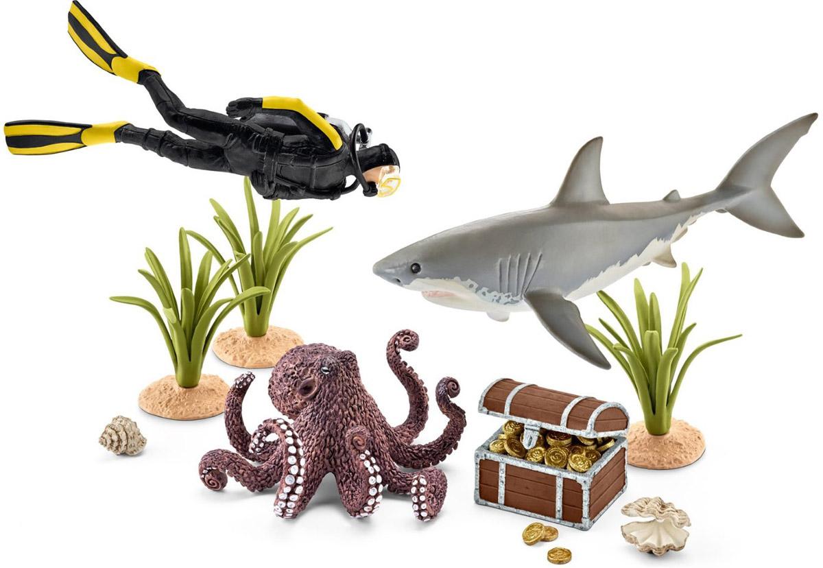 Schleich Набор фигурок Кладоискатель-дайвер42329Набор фигурок Schleich Кладоискатель-дайвер - великолепный игровой набор для ребенка, который позволит ребенку придумать множество увлекательных игр. Фигурки животных и морских обитателей от Schleich обязательно порадуют всех любителей подводного мира и разнообразят игру вашего ребенка. Великолепные фигурки отличаются высочайшим качеством игрушек ручной работы. В набор входят: дайвер, сундук с сокровищами, белая акула, осьминог, морские растения, ракушки. Отважный кладоискатель-дайвер отправляется на поиски морских сокровищ. Впереди его ждет много приключений и опасностей, однако опыт и мастерство помогут ему заполучить таинственный клад.