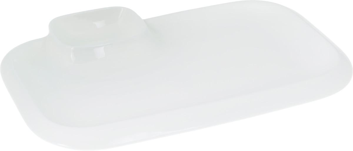 Блюдо Wilmax, 36 х 21,5 смWL-992575 / AОригинальное блюдо Wilmax, выполненное из высококачественного фарфора, имеет прямоугольную форму и оснащено соусником. Изделие идеально подойдет для сервировки праздничного или обеденного стола, а также станет отличным подарком к любому празднику. Размер блюда (по верхнему краю): 36 х 21,5 см. Высота стенки блюда: 3 см. Размер соусника (по верхнему краю): 7,2 х 5,5 см. Высота стенки соусника: 3,7 см. Ширина блюда (с учетом соусника): 10,5 х 7,5 см.