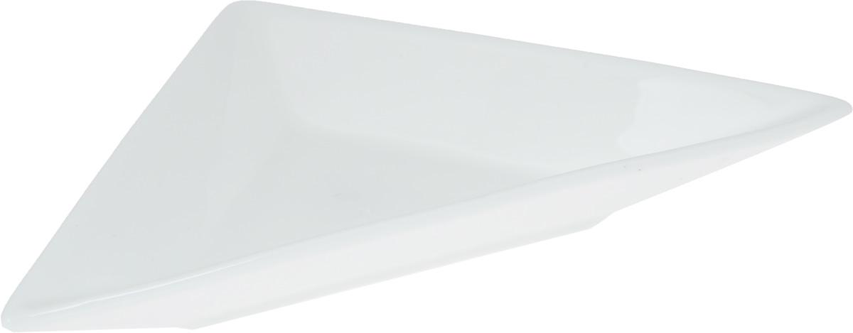 Блюдо Wilmax, треугольное, 18,5 х 9,7 смWL-992406 / AБлюдо Wilmax треугольной формы изготовлено из высококачественного фарфора, покрытого слоем глазури. Изделие предназначено для подачи нарезок, закусок, соусов или варенья. Такое блюдо пригодится в любом хозяйстве, оно подойдет как для праздничного стола, так и для повседневного использования. Блюдо функциональное, практичное и легкое в уходе.