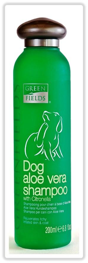 Шампунь для собак Greenfields, с маслом Алое Вера и Цитронеллы, 200мл8718836720123Шампунь - концентрат. Расход шампуня в 10 раз меньше обычных шампуней! Гипоаллергенный шампунь специально разработан для профессионального ухода за раздраженной кожей собак. В состав шампуня входят эфирные масла Алое Веры и Цитронеллы, которые способствуют смягчению и успокоению кожи при зуде, благодаря чему снимается раздражение. Шампунь обладает охлаждающим действием, восстанавливает структуру шерсти и увлажняет кожу за счет входящего в состав гидролизованного протеина шелка. За счет входящих в состав шампуня производных жироподобного секрета железы лебедей, сохраняется эластичность волоса, шерсть и кожа Вашего питомца защищены от негативных воздействий окружающей среды (намокание во время дождя, защита от пыли, песка и грязи). Компоненты раковины моллюсков насыщают важнейшими микроэлементами: железом, кальцием, фосфором, витаминами А, В, С, Е. Способ применения: ...