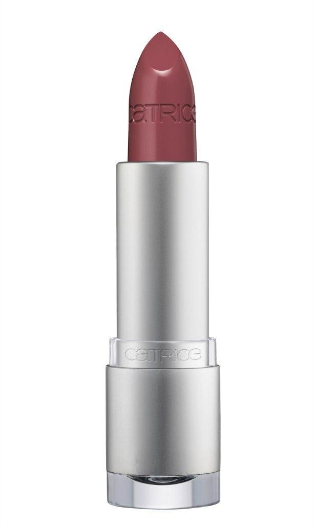 Catrice Губная помада Luminous Lips Lipstick 150 Into The Maroon Lagoon тёмно-коричневый, 27 гр56300Нежная и деликатная. В состав помады Luminous Lips Lipstick входит гиалуроновая кислота, благодаря которой кожа губ разглаживается и увлажняется. Luminous Lips Lipstick с глянцевым финишем и полупрозрачной текстурой представлена в 14 оттенках, среди которых три новых – теплый коричневый, нежный розово-фуксиевый и яркий алый.