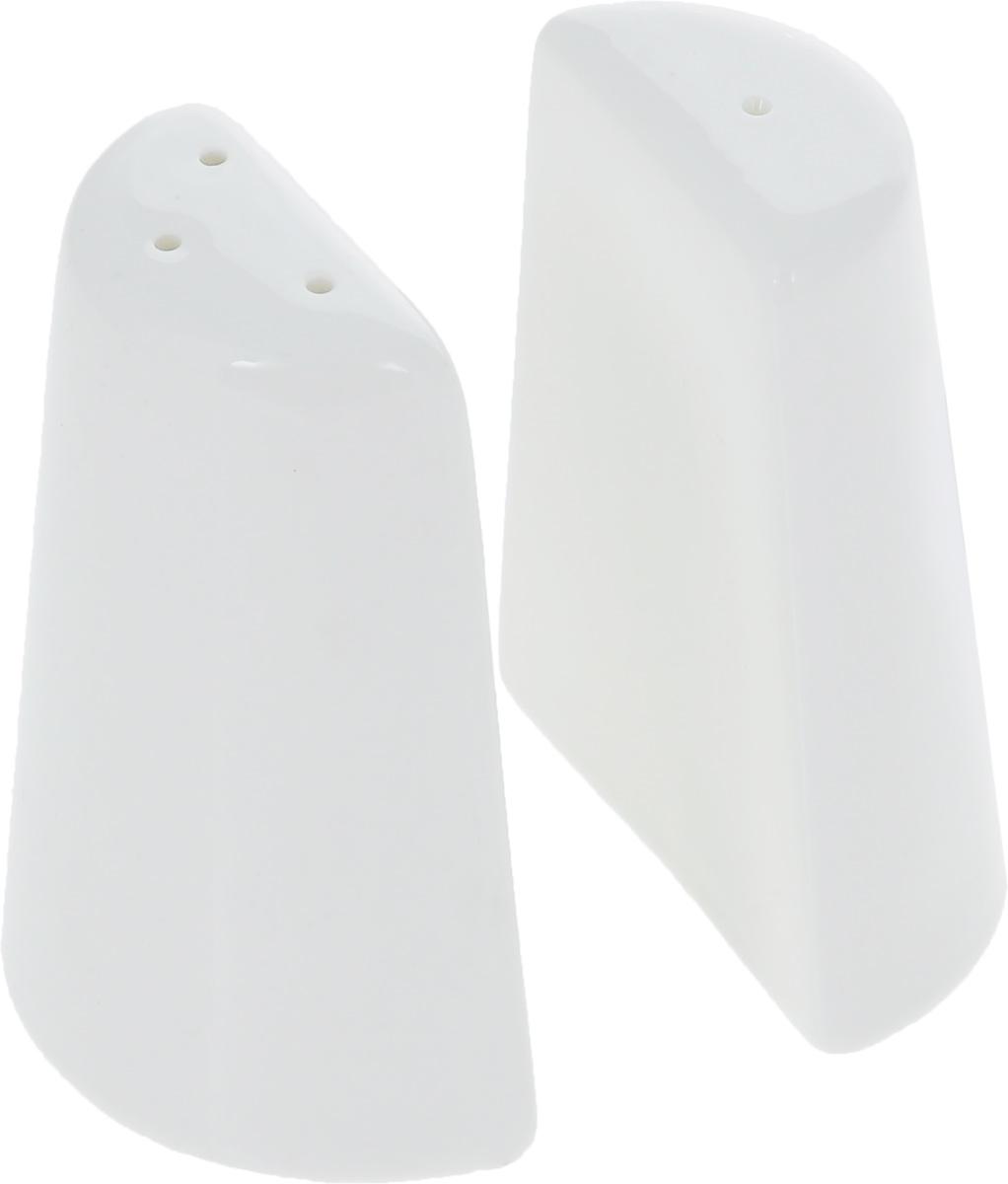 Набор для специй Wilmax, 2 предмета. WL-996068 / SPWL-996068 / SPНабор для специй Wilmax состоит из солонки и перечницы. Изделия выполнены из высококачественного фарфора, покрытого глазурью. Такой набор для специй пригодится в любом хозяйстве, он функционален, практичен и легок в уходе. Размер емкости: 7 х 3 х 8,5 см.