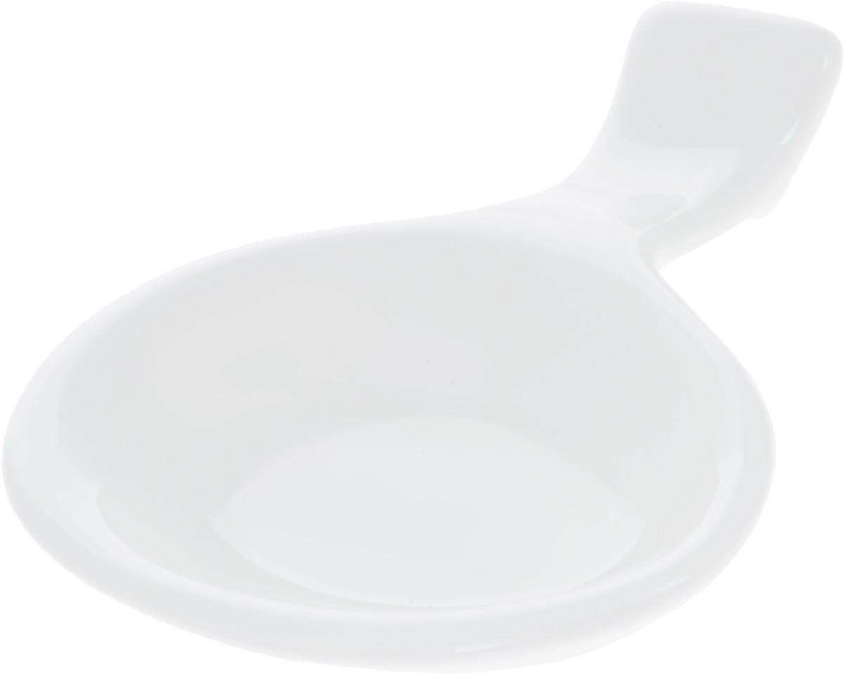 Подставка для палочек Wilmax, с емкостью для соусаWL-996010 / AПодставка для палочек Wilmax изготовлена из высококачественного фарфора, покрытого глазурью. Изделие предназначено для палочек, также снабжено емкостью для соевого соуса. Такая подставка понравится всем любителям суши, она функциональная, практичная и легкая в уходе.