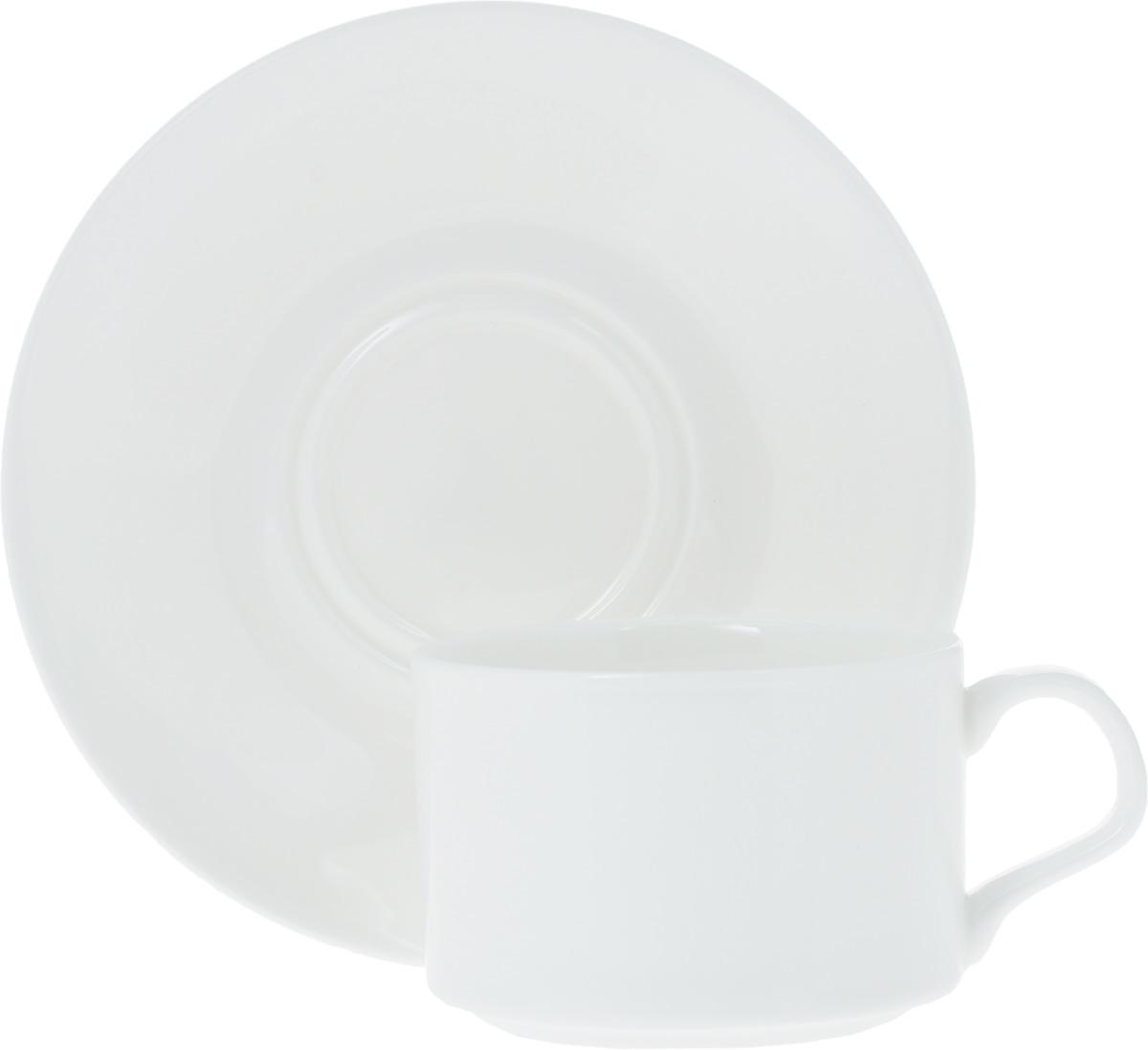 Чайная пара Wilmax, 2 предмета. WL-993006 / ABWL-993006 / ABЧайная пара Wilmax состоит из чашки и блюдца. Изделия выполнены из высококачественного фарфора, покрытого слоем глазури. Изделия имеют лаконичный дизайн, просты и функциональны в использовании. Чайная пара Wilmax украсит ваш кухонный стол, а также станет замечательным подарком к любому празднику. Изделия можно мыть в посудомоечной машине и ставить в микроволновую печь. Объем чашки: 160 мл. Диаметр чашки (по верхнему краю): 7,5 см. Высота чашки: 5 см. Диаметр блюдца: 14 см.