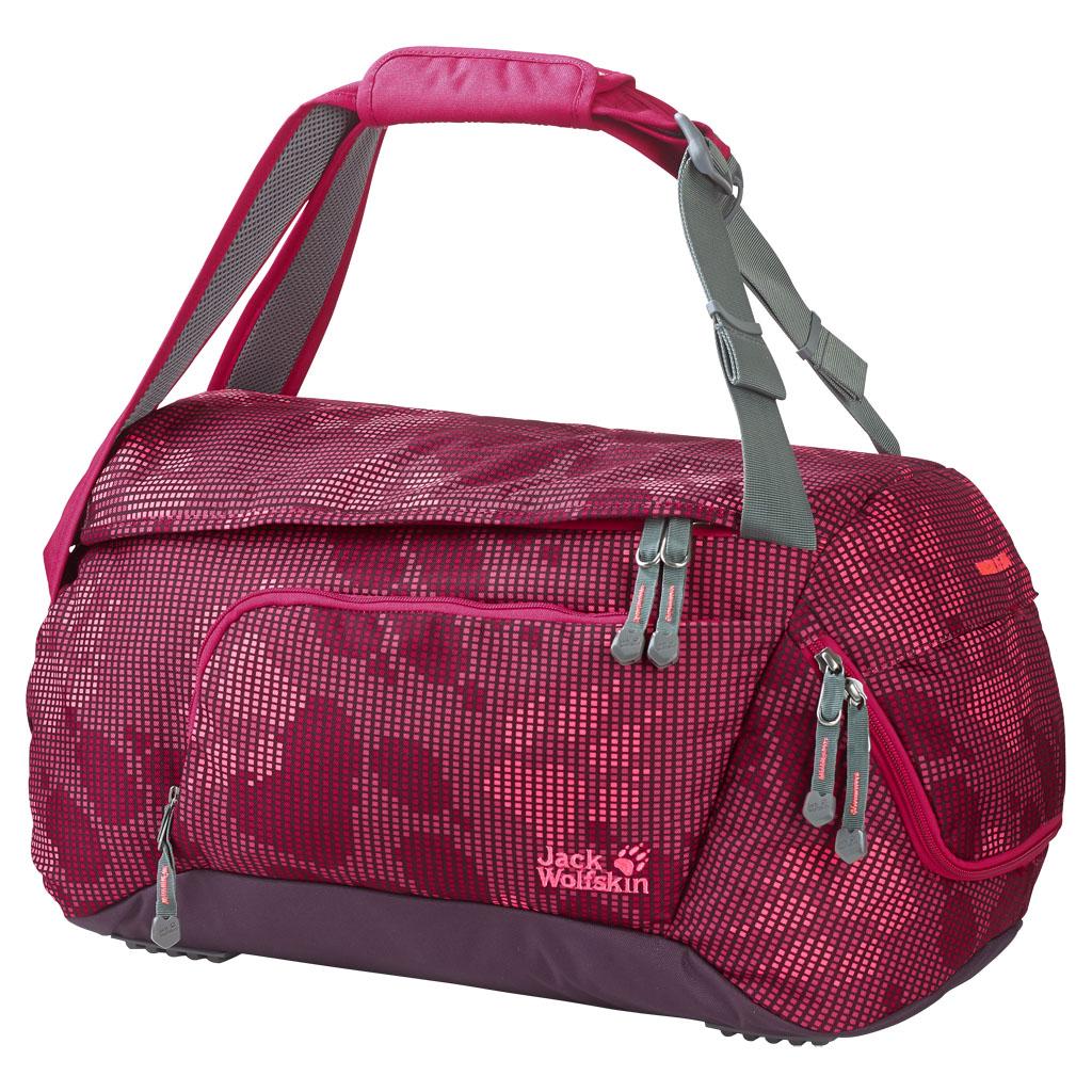 Сумка спортивная Jack Wolfskin Ramson 35 Bag, цвет: бордовый, 35 л. 2004471-79322004471-7932Прочная спортивная сумка с функцией рюкзака и отделением для обуви. Комфорт по дороге к спорту: RAMSON 35 — многофункциональная спортивная сумка, которая одновременно служит рюкзаком. Лямки устроены так, чтобы их можно было использовать и как плечевые ремни. К тому же они регулируются, чтобы ребенок мог установить длину ремней соответственно своему росту. Большое основное отделение очень вместительное — здесь можно удобно разместить спортивные вещи, полотенце и душевые принадлежности. В боковом кармане ключи, кошелек и мобильный телефон всегда будут в безопасности и под рукой. Еще мы предусмотрели отделение для обуви, в котором она хранится отдельно от прочего содержимого. Оно закрывается на застежку-молнию и проветривается через сетчатое окошко.