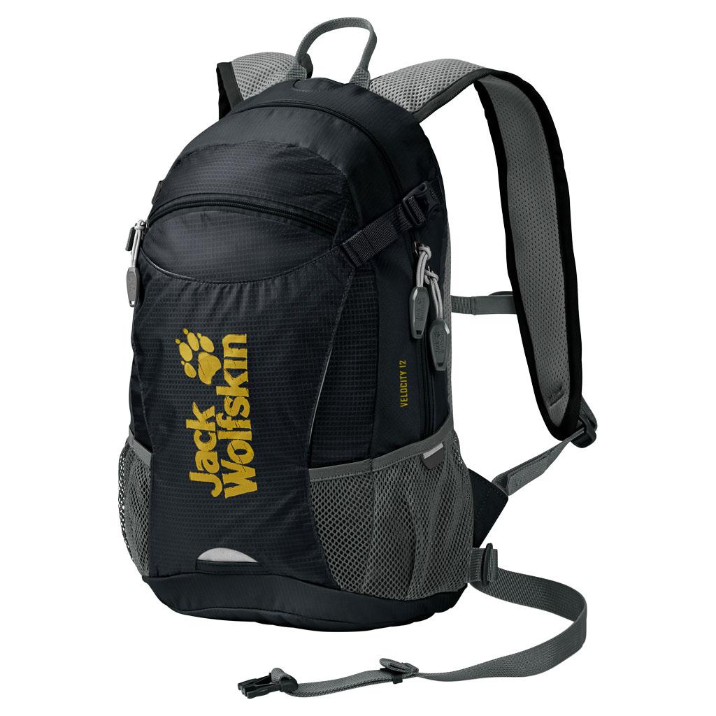 Рюкзак спортивный Jack Wolfskin Velocity 12, цвет: черный, 12 л. 2004961-60002004961-6000Рюкзак для велоспорта и бега. Активность в велосипедной прогулке и все самое важное с собой: VELOCITY 12 — наш маленький спортивный рюкзак с поддерживающей системой ACS TIGHT (ЭйСиЭс ТАЙТ). Он располагается близко к телу, поэтому идеально подходит для спортивных походов. Центральный вентиляционный канал, воздухопроницаемая подушка для спины и дышащий сетчатый чехол обеспечивают оптимальную вентиляцию спины. Велосипедное оснащение включает также практичное крепление для шлема и светодиодного фонарика, расположенное спереди.