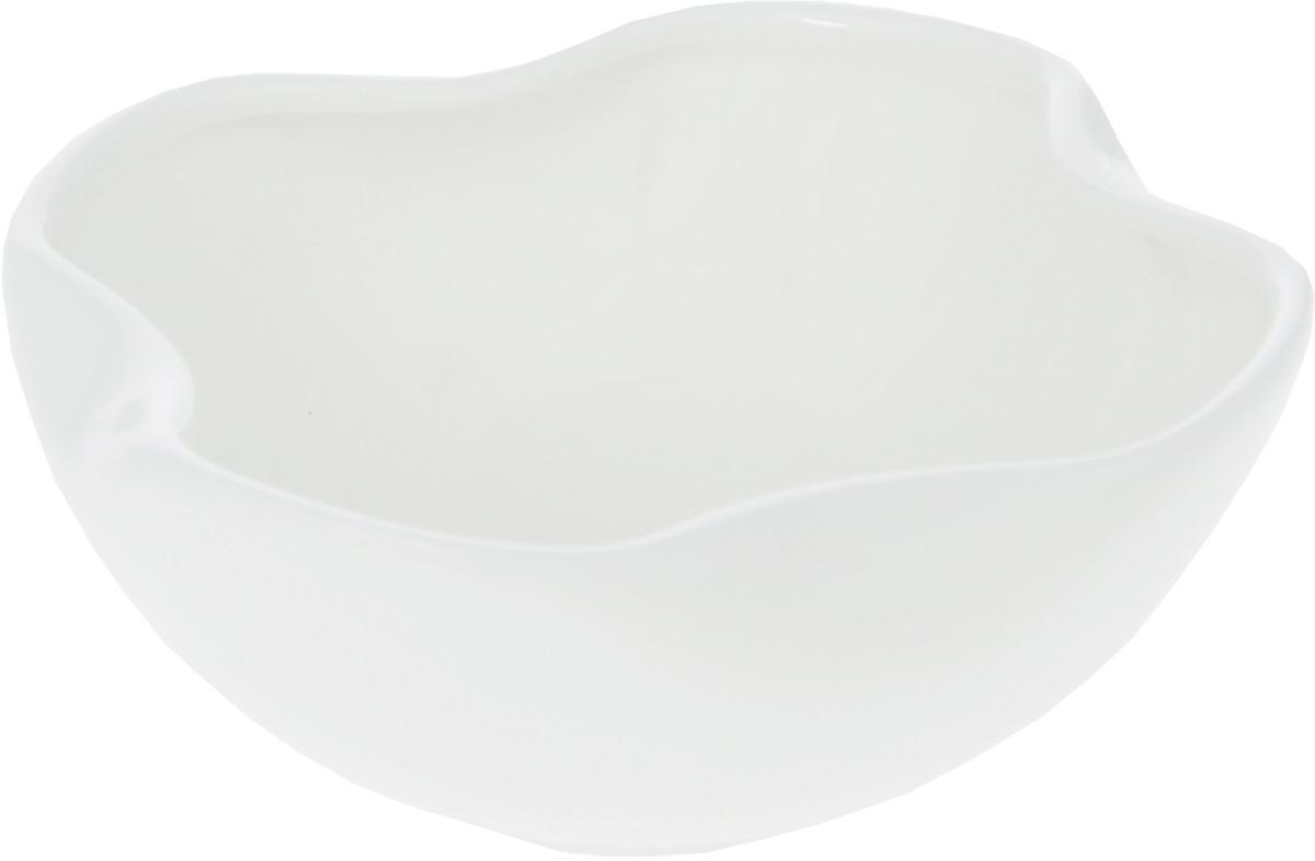 Салатник Wilmax, 275 млWL-992492 / AСалатник Wilmax, изготовленный из высококачественного фарфора с глазурованным покрытием, прекрасно подойдет для подачи различных блюд: закусок, салатов, фруктов и многого другого. Такой салатник украсит ваш праздничный или обеденный стол, а оригинальный дизайн придется по вкусу и ценителям классики, и тем, кто предпочитает утонченность и изысканность.