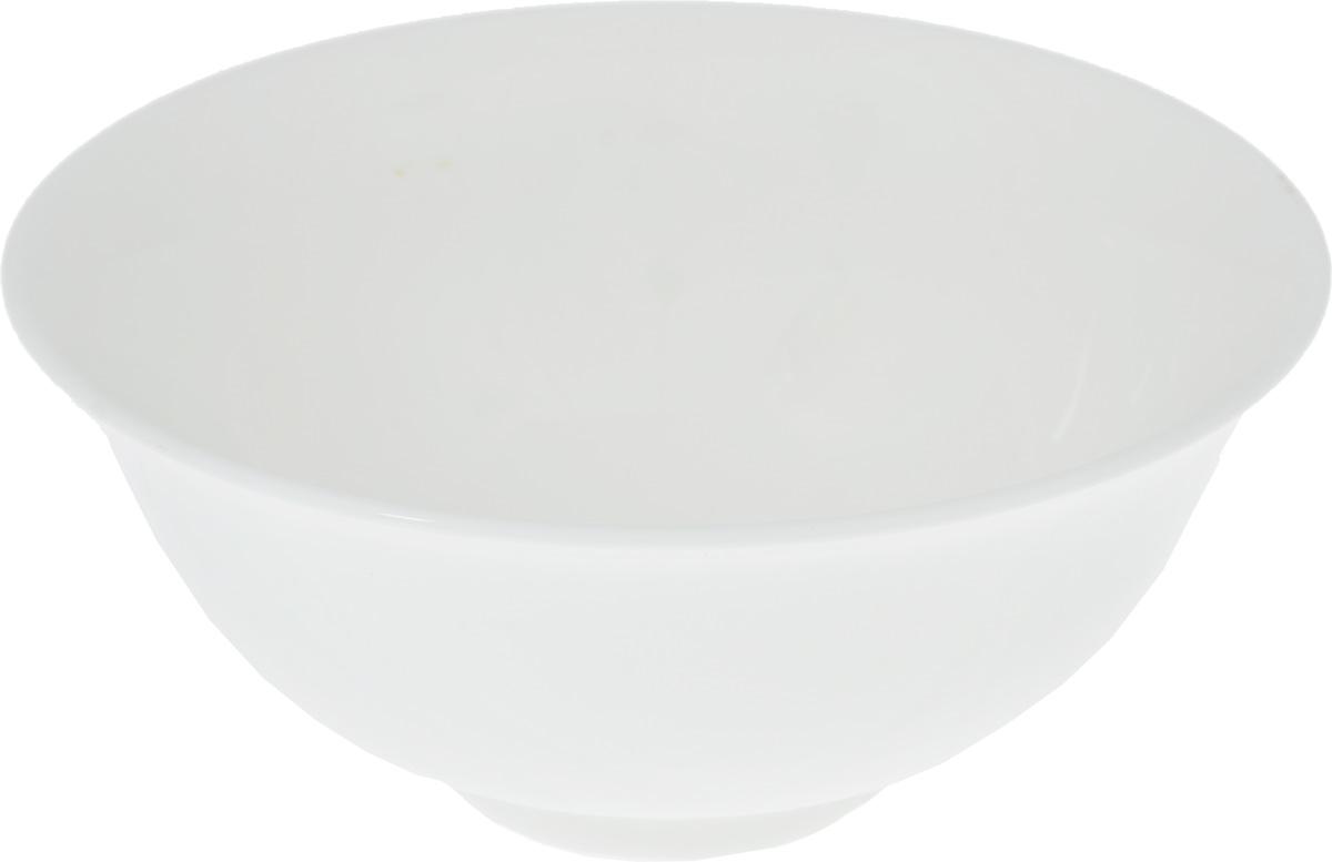 Салатник Wilmax, 600 млWL-992553 / AСалатник Wilmax, изготовленный из высококачественного фарфора с глазурованным покрытием, прекрасно подойдет для подачи различных блюд: закусок, салатов или фруктов. Такой салатник украсит ваш праздничный или обеденный стол, а оригинальный дизайн придется по вкусу и ценителям классики, и тем, кто предпочитает утонченность и изысканность.