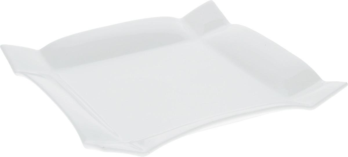 Тарелка Wilmax, 20 х 20 смWL-991231 / AТарелка Wilmax, изготовленная из высококачественного фарфора, имеет квадратную форму. Оригинальный дизайн придется по вкусу и ценителям классики, и тем, кто предпочитает утонченность и изысканность. Тарелка Wilmax идеально подойдет для сервировки стола и станет отличным подарком к любому празднику. Размер тарелки (по верхнему краю): 20 х 20 см.