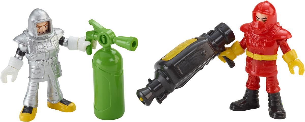Imaginext Игровой набор Городские спасатели CFC15CJM55_CFC15Игровой набор Imaginext Городские спасатели содержит все, что нужно маленьким героям-спасателям! В набор входят: две фигурки пожарных в специальных защитных костюмах, огромный огнетушитель и водяная пушка. Руки и ноги фигурок сгибаются, головы поворачиваются, защитные костюмы снимаются. Водяная пушка может выстреливать настоящими струями воды при нажатии кнопки на ее корпусе. С этим чудесным набором малыш сможет придумать множество ситуаций и историй тушения пожаров.