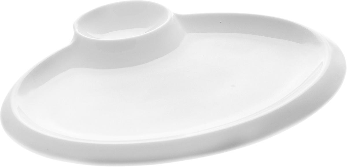 Блюдо Wilmax, 20 х 15,5 смWL-992628 / AОригинальное блюдо Wilmax, выполненное из высококачественного фарфора, имеет овальную форму и оснащено соусником. Изделие идеально подойдет для сервировки праздничного или обеденного стола, а также станет отличным подарком к любому празднику. Можно мыть в посудомоечной машине и использовать в микроволновой печи. Размер блюда (по верхнему краю): 18 х 11,5 см. Высота стенки блюда: 2 см. Размер соусника (по верхнему краю): 6 х 4 см. Высота стенки соусника: 2 см. Ширина блюда (с учетом соусника): 20 х 15,5 см.