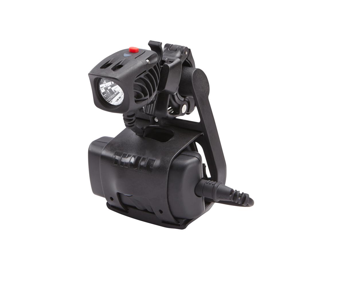 Крепление на руль Thule Light Holder для фонарика100083Крепление для фонарика на руль велосипеда Thule: Фонарик, батарея и проводка совмещены в одном аксессуаре. Устанавливается/снимается за считанные секунды, всегда можно иметь при себе и пользоваться в темноте. Совместим с любыми типами фонарей и батарей. Внимание! Устанавливается на руль велосипеда при помощи держателя Thule Handlebar (приобретается отдельно)