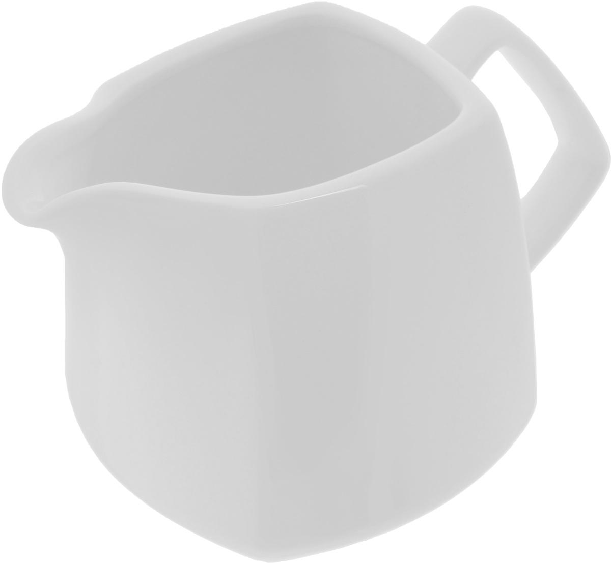 Молочник Wilmax, 310 млWL-995027 / 1CЭлегантный молочник Wilmax, выполненный из высококачественного фарфора с глазурованным покрытием, предназначен для подачи сливок, соуса и молока. Изящный, но в тоже время простой дизайн молочника, станет прекрасным украшением стола. Ширина молочника (с учетом ручки и носика): 13,5 см. Высота молочника: 8,8 см.