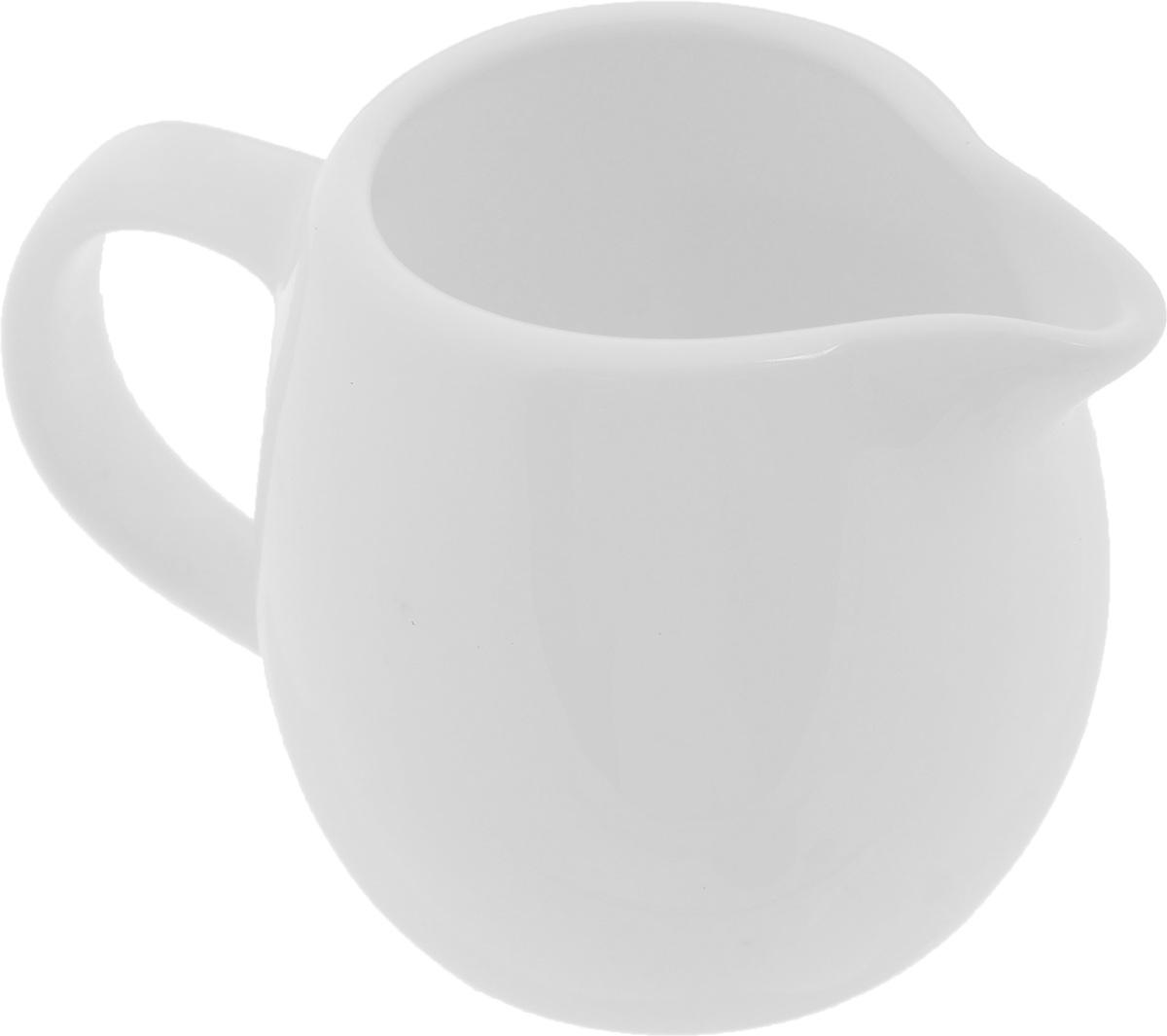 Молочник Wilmax, 150 млWL-995004 / AЭлегантный молочник Wilmax, выполненный из высококачественного фарфора с глазурованным покрытием, предназначен для подачи сливок, соуса и молока. Изящный, но в тоже время простой дизайн молочника, станет прекрасным украшением стола. Диаметр молочника по верхнему краю: 4,5 см. Ширина молочника (с учетом ручки и носика): 9,5 см. Высота молочника: 6,5 см.