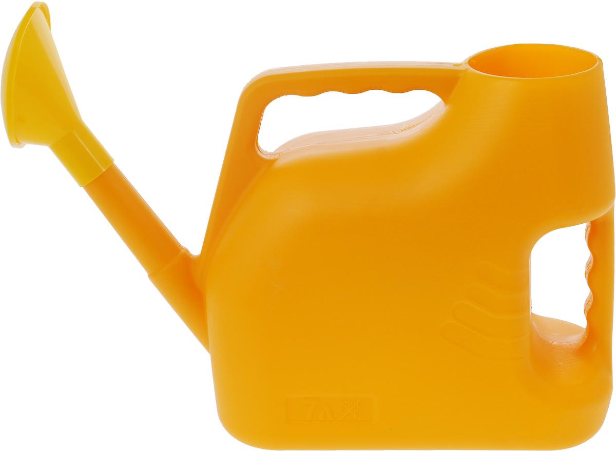 Лейка Альтернатива, цвет: желтый, 7 лM222Садовая лейка Альтернатива предназначена для полива насаждений на приусадебном участке. Она выполнена из пластика и имеет небольшую массу, что позволяет экономить силы при поливе. Удобство в использовании также обеспечивается за счет эргономичной ручки лейки. Выпуклая насадка позволяет производить равномерный полив, не прибивая растения. Лейка имеет большое горлышко для наливания воды. Лейка Альтернатива станет незаменимой на вашем огороде или в саду.