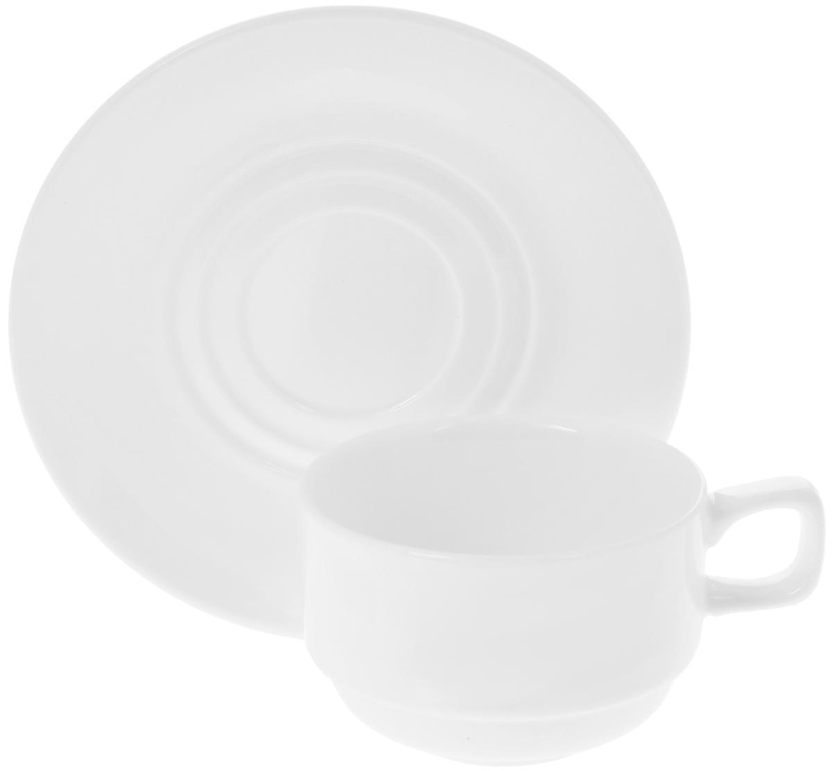 Чайная пара Wilmax, 2 предмета. WL-993008 / ABWL-993008 / ABЧайная пара Wilmax состоит из чашки и блюдца, выполненных из высококачественного фарфора и оформленных в классическом стиле. Оригинальный дизайн, несомненно, придется вам по вкусу. Чайная пара Wilmax украсит ваш кухонный стол, а также станет замечательным подарком к любому празднику. Объем чашки: 220 мл. Диаметр чашки (по верхнему краю): 8,5 см. Диаметр дна чашки: 4,5 см. Высота чашки: 5,5 см. Диаметр блюдца: 15 см.