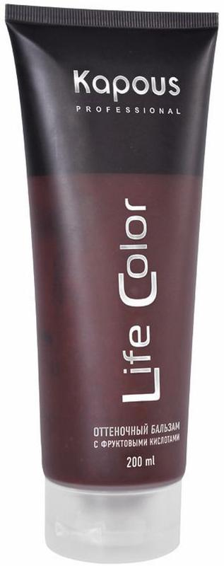 Kapous Бальзам оттеночный для волос Life Color Коричневый 200 млKap3Kapous бальзам оттеночный для волос Life Color Коричневый - это идеальное обновляющее косметическое средство для окрашенных волос, интенсивно освежающее их цвет и придающее дополнительный блеск уже окрашенным волосам. Коричневый - идеальный цвет для окрашенных в темные цвета волос, также придает мягкий оттенок натуральным волосам. Бальзам выполняет все необходимые функции по восстановлению и защите волос от вредного воздействия внешних негативных факторов. Тем самым, бальзам делает натуральный цвет волос еще более насыщенным, возвращает им эластичность и обладает антистатическим эффектом, значительно облегчающим процесс расчесывания. Входящие в состав бальзама УФ - фильтры предотвращают потускнение и выгорание яркого цвета волос, под воздействием солнечных лучей. Бальзам не содержит аммиака и перекиси водорода, поэтому его можно применять так часто, как Вы захотите. При регулярном применении бальзама волосы приобретают насыщенный глубокий цвет, получают необходимое питание и...