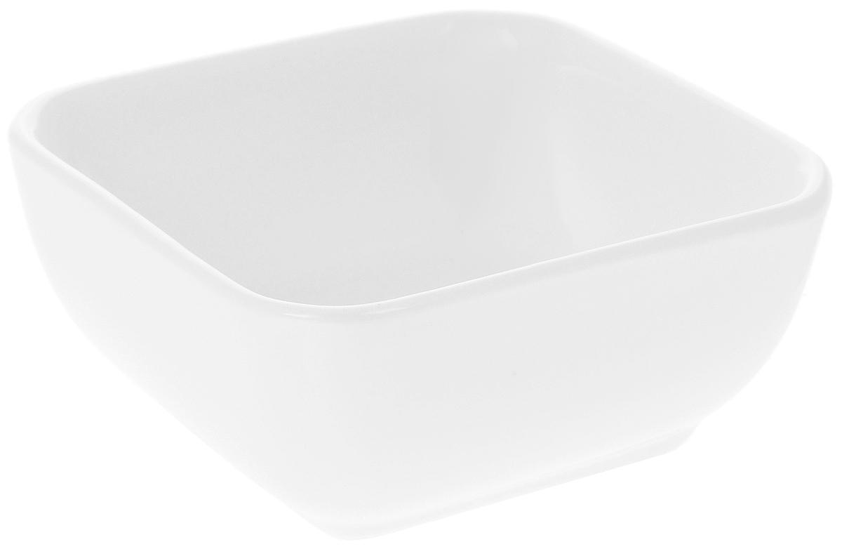 Салатник Wilmax, 110 млWL-992604 / AСалатник Wilmax, изготовленный из высококачественного фарфора с глазурованным покрытием, прекрасно подойдет для подачи различных блюд, например, закусок. Такой салатник украсит ваш праздничный или обеденный стол. Размер салатника (по верхнему краю): 7,5 х 7,5 см. Высота салатника: 3,5 см.