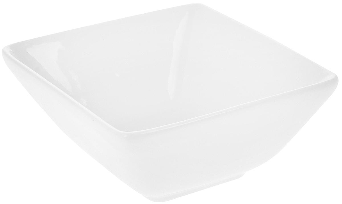 Салатник Wilmax, 150 млWL-992610 / AСалатник Wilmax, изготовленный из высококачественного фарфора с глазурованным покрытием, прекрасно подойдет для подачи различных блюд, например, закусок. Такой салатник украсит ваш праздничный или обеденный стол. Можно мыть в посудомоечной машине и использовать в микроволновой печи. Размер салатника (по верхнему краю): 10 х 9,5 см. Высота салатника: 5 см.