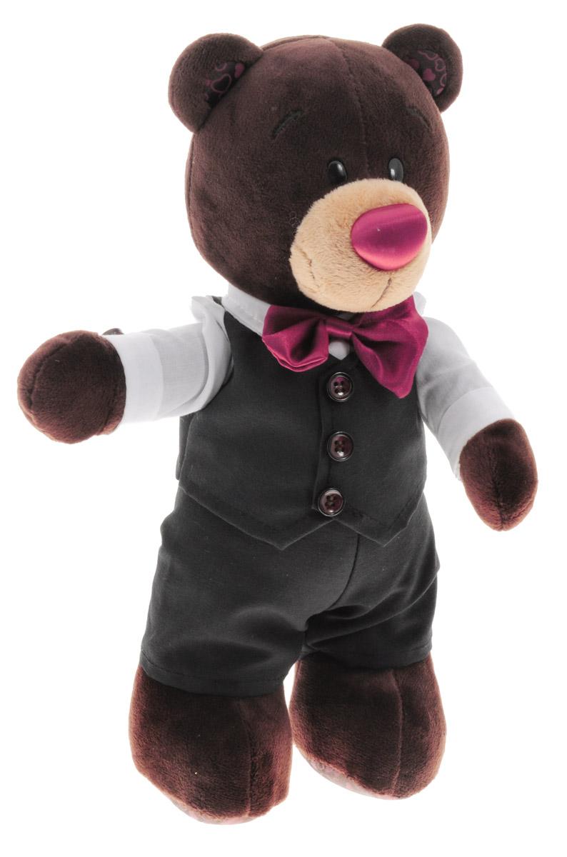 ChocoMilk Мягкая игрушка Медведь Choco жених 30 смС5042/30Мягкая игрушка Медведь Choco вызовет умиление и улыбку у каждого, кто ее увидит. Игрушка выполнена в виде симпатичного медвежонка коричневого цвета в черных брюках и жилетке с пуговками. У медвежонка милые пластиковые глазки и атласный носик, а на шее - красный атласный бантик, как у настоящего жениха. Игрушка изготовлена из мягкого, приятного на ощупь искусственного меха и текстиля с наполнителем из гипоаллергенного полиэфирного волокна и полиэтиленовых гранул. Удивительно мягкая игрушка принесет радость и подарит своему обладателю мгновения нежных объятий и приятных воспоминаний. Великолепное качество исполнения делают эту игрушку чудесным подарком к любому празднику.