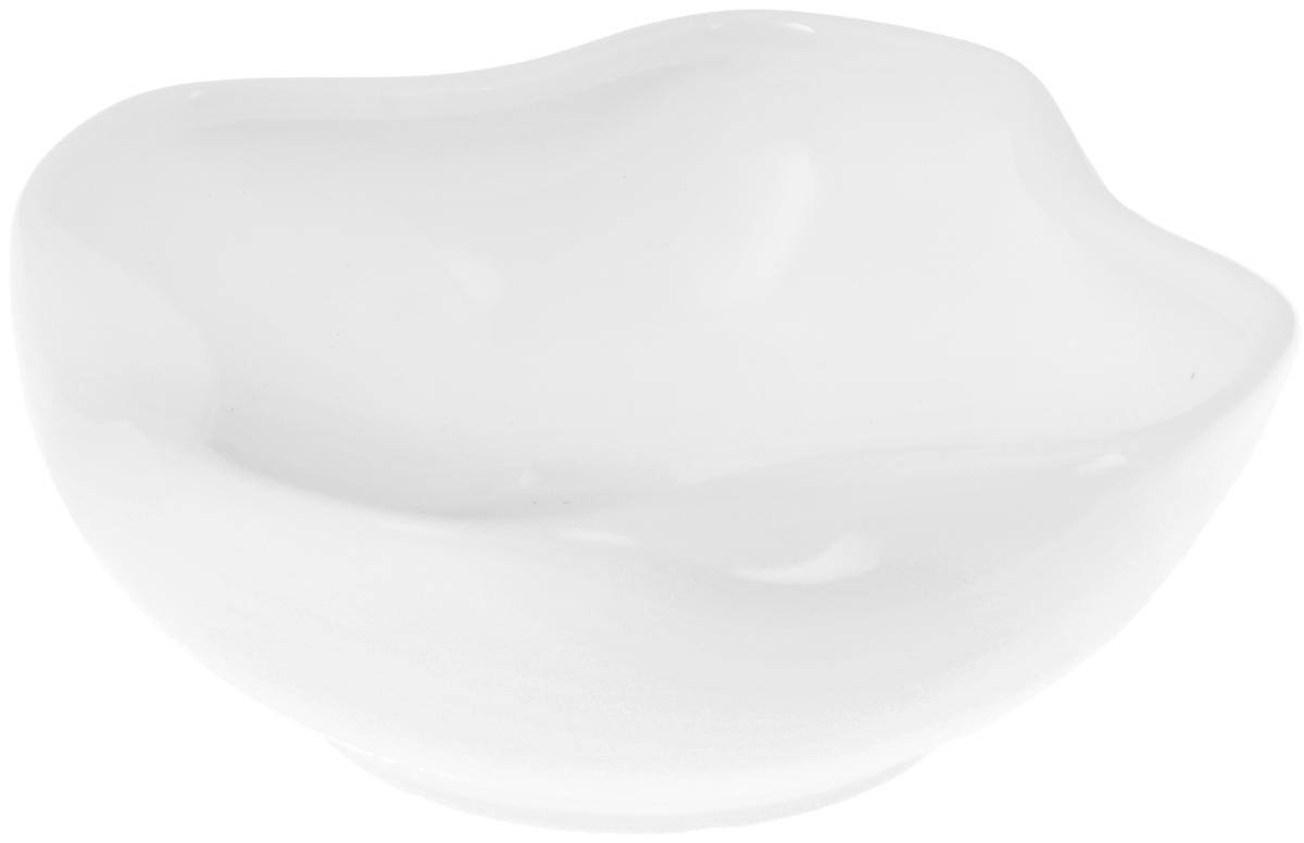 Салатник Wilmax, 460 млWL-992493 / AСалатник Wilmax, изготовленный из высококачественного фарфора с глазурованным покрытием, прекрасно подойдет для подачи различных блюд: закусок, салатов или фруктов. Такой салатник украсит ваш праздничный или обеденный стол, а оригинальный дизайн придется по вкусу и ценителям классики, и тем, кто предпочитает утонченность и изысканность. Можно мыть в посудомоечной машине и использовать в микроволновой печи. Размер салатника по верхнему краю: 10 х 10 см. Высота стенки: 5 см.