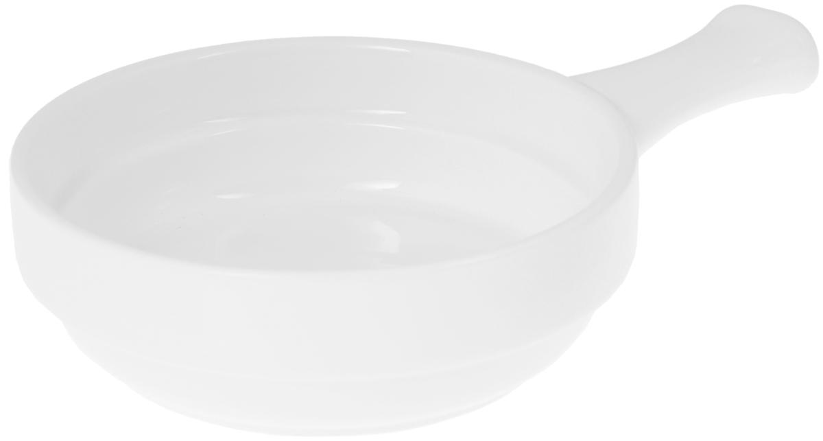 Форма для запекания Wilmax, круглая, с ручкой, диаметр 14,5 смWL-997013 / AНи для кого не секрет, что у настоящей хозяйки красивая посуда не только та, в которой она подает свои блюда, но и та, в которой она готовит. Круглая форма для запекания Wilmax выполнена из высококачественного фарфора и оснащена ручкой для удобной переноски. Приятный глазу дизайн и отменное качество формы будут долго радовать вас. Диаметр формы: 14,5 см. Высота формы: 4,5 см. Длина ручки: 6 см.