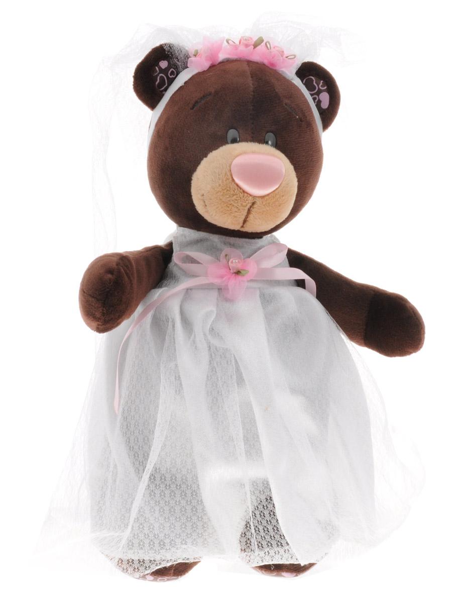 ChocoMilk Мягкая игрушка Медведица Milk невеста 30 смМ5041/30Мягкая игрушка Медведица Milk невеста вызовет умиление и улыбку у каждого, кто ее увидит. Игрушка выполнена в виде милой медведицы коричневого цвета в белом пышном платье невесты. На голове у нее ободок с розовыми цветочками и фатой. Игрушка изготовлена из мягкого, приятного на ощупь искусственного меха и текстиля с наполнителем из гипоаллергенного полиэфирного волокна и полиэтиленовых гранул. Удивительно мягкая игрушка принесет радость и подарит своему обладателю мгновения нежных объятий и приятных воспоминаний. Великолепное качество исполнения делают эту игрушку чудесным подарком к любому празднику.