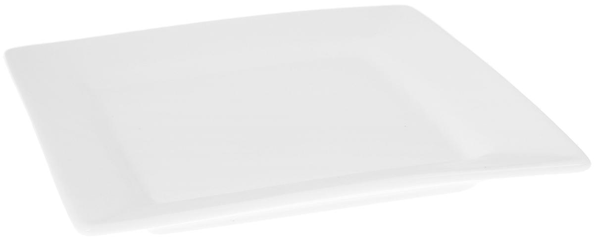 Тарелка Wilmax, 18,5 х 18,5 смWL-991222 / AОригинальная квадратная тарелка Wilmax изготовлена из высококачественного фарфора с глазурованным покрытием. Блюдо Wilmax идеально подойдет для сервировки стола и станет отличным подарком к любому празднику. Можно мыть в посудомоечной машине и использовать в микроволновой печи. Размер блюда (по верхнему краю): 18,5 х 18,5 см. Высота стенки: 2,5 см.