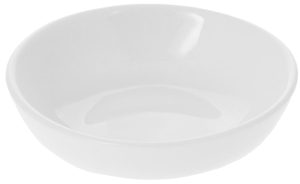 Соусник Wilmax, 45 млWL-996045 / AЭлегантный соусник Wilmax изготовлен из высококачественного фарфора. Приятный глазу дизайн и отменное качество соусника будут долго радовать вас. Соусник Wilmax украсит сервировку вашего стола и подчеркнет прекрасный вкус хозяина. Размер соусника (по верхнему краю): 7 х 7 см. Высота соусника: 2 см.