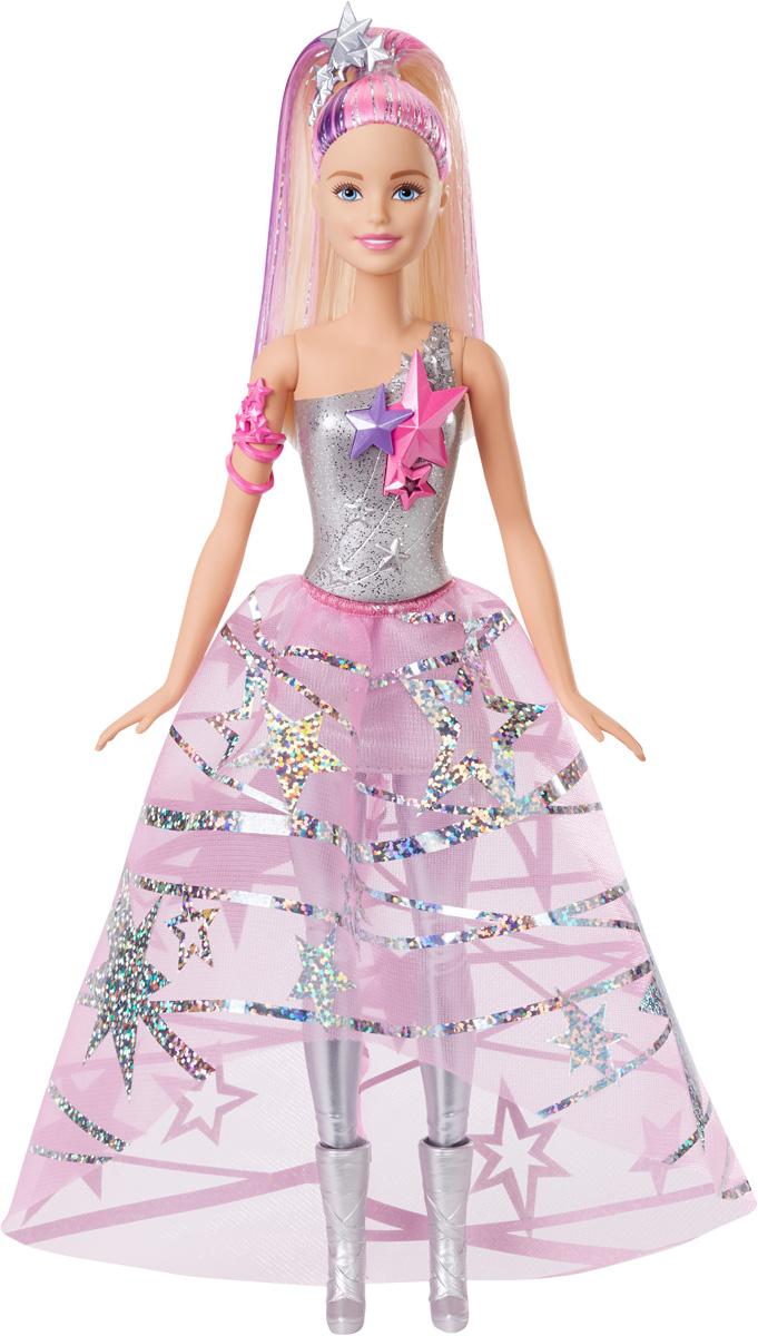 Barbie Кукла в космическом платьеDLT25Великолепная Барби в космическом платье отправляется на поиски веселья за пределы Вселенной! Мчись навстречу звездному свету и ярким персонажам вместе с Барби и ее друзьями! На куколке знаменитое длинное платье из фильма. На серебряном корсаже цветные звезды, на тонкой розовой юбке голографические звездочки. Аксессуары: розовый браслет и серебряная обувь. В волосах цветные пряди убраны заколкой в виде звезды. Шикарные длинные волосы куклы можно расчесывать и придумывать новые прически. Космическая путешественница готова мчаться навстречу приключениям. Вашей малышке понравится воссоздавать сцены или разыгрывать с куклой сюжеты собственных историй. Руки и ноги у куклы подвижные, это позволяет придать разнообразные позы. Порадуйте свою малышку удивительной новинкой, подарив ей эту замечательную куколку. Собери всех кукол и все аксессуары из фильма Barbie и космическое приключение и открой для себя целую вселенную!