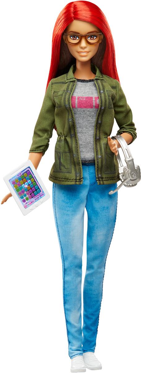 Barbie Кукла Разработчик игрDMC33Попробуйте себя в сфере высоких технологий с куклой Barbie Разработчик игр! Представьте себя разработчиком компьютерных игр! Кукла одета в индустриальном стиле. На маечке ультрамодный принт, поблекшие джинсы - вершина техногенной моды, закатанные рукава жакета - верх стиля. Образ довершают белые кроссовки и стильные очки. Реалистичности добавляют ноутбук, планшет и серебряная гарнитура. Кукла изготовлена из качественных и безопасных материалов. Благодаря играм с куклой, ваша малышка сможет развить фантазию и любознательность, овладеть навыками общения и научиться ответственности. Порадуйте свою принцессу таким прекрасным подарком!