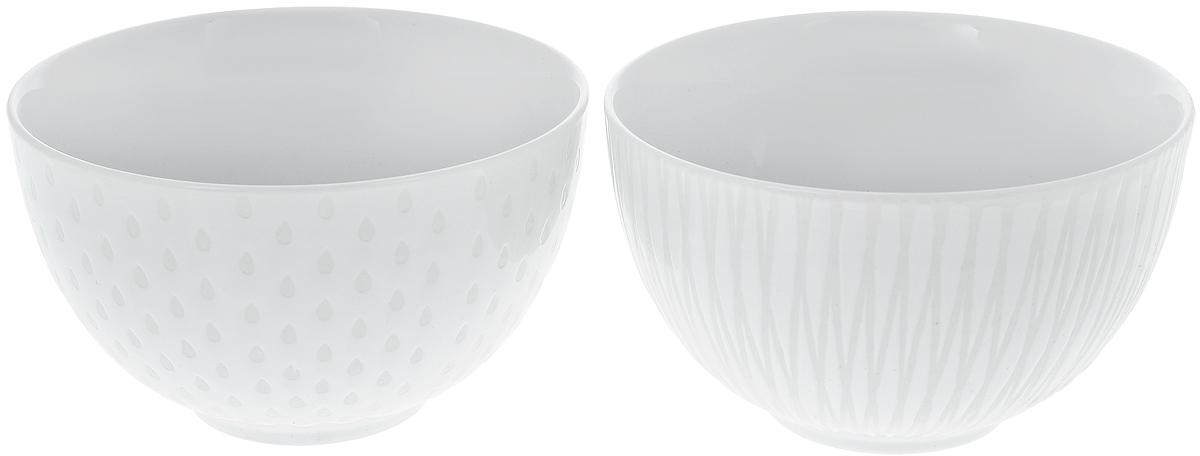 Набор салатников Asa Selection Lumi, диаметр 12 см, 2 шт. 90806/07190806/071Набор Asa Selection Lumi состоит из 2 салатников. Изделия, изготовленные из высококачественного фарфора, сочетают в себе изысканный дизайн с максимальной функциональностью. Они идеально подходят для сервировки стола и подачи различных закусок. Такие салатники прекрасно впишутся в интерьер вашей кухни и станут достойным дополнением к кухонному инвентарю. Можно мыть в посудомоечной машине. Диаметр салатника (по верхнему краю): 12 см. Высота салатника: 7,5 см. Объем салатника: 450 мл.