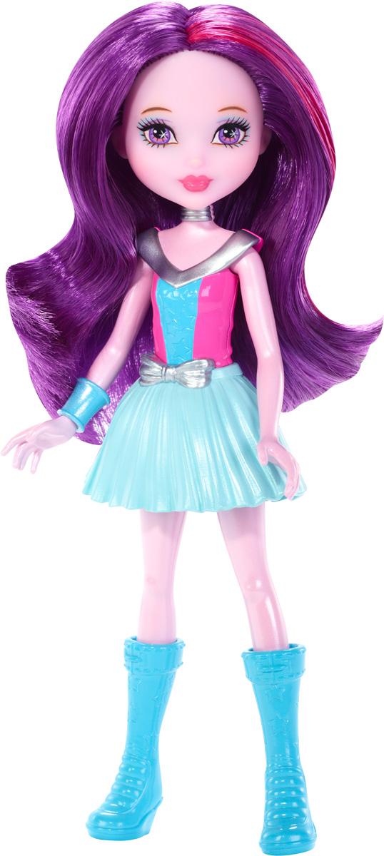 Barbie Мини-кукла Космическое приключение цвет одежды розовый голубойDNB99_DNC01Смелая маленькая кукла-фея отправляется на поиски веселья за пределы Вселенной! Эта маленькая куколка - настоящая звезда приключений. Куколка одета в розовый неснимаемый корсаж, голубую юбочку и высокие голубые сапоги. На руке у куколки красуется голубой браслетик. Длинные фиолетовые волосы куколки мягкие и послушные, их приятно расчесывать и создавать различные прически. Эта симпатичная куколка подарит море веселья и приключений. Вашей малышке понравится воссоздавать сцены или разыгрывать с куклой сюжеты собственных историй. Руки и ноги у куклы подвижные, что позволяет придать разнообразные позы. Собери всех кукол и все аксессуары из фильма Barbie и космическое приключение и открой для себя целую вселенную увлекательных историй!