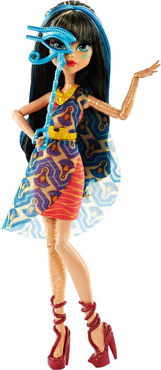 Monster High Кукла Клео де Нил Буникальные танцыDNX18_DNX20Ночь - любимое время монстров, и эти ученики школы монстров готовы оторваться на танцевальной вечеринке. Веселье начинается с убийственного наряда! Клео де Нил - дочь Мумии. Девочка со смуглой кожей, обмотанной бинтами, одета в стильное платье с полосатым принтом. На ногах - изящные туфли на высоких каблуках. Завершают яркий образ зловещей модницы пояс и ожерелье золотого цвета и маска на палочке. Шикарные длинные волосы куклы можно расчесывать. Вашей малышке понравится воссоздавать сцены или разыгрывать с куклой сюжеты собственных историй. Руки, ноги и колени у куклы шарнирные, это позволяет придать разнообразные позы. Порадуйте поклонницу Монстер Хай удивительной новинкой в мире Школы Монстров, подарив ей эту замечательную куколку.