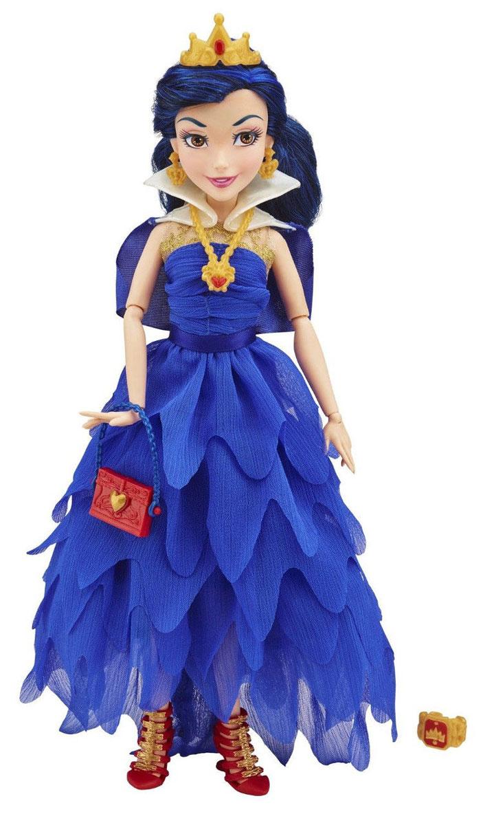 Disney Descendants Кукла Коронация ЭвиB3120_ЭвиКукла Disney Descendants Эви - точная копия героини кинофильма и ее анимационной версии. Эви (дочь Злой Королевы) очень радуется тому факту, что она с друзьями отправляется в школу Аурадона. Там она мечтает встретить своего принца. Но очень скоро она осознает, что она не просто красивая девушка, и что в жизни есть цели поважнее быть прекрасней всех. Вооруженная волшебным зеркалом своей матери она помогает друзьям в реализации их коварного плана. Лицо куклы очень выразительно, оно передает характер героини и очаровывает с первого взгляда. На кукле тот же наряд, что и на девушке в фильме на коронации - длинное синее платье с многослойной юбкой. На ногах у Эви оригинальные красные туфельки в тон маленькой сумочке. Эви очень любит украшения - в комплекте имеются серьги, корона и ожерелье. Каждая деталь костюма тщательно повторена и максимально реалистична. Благодаря множеству шарнирных соединений кукле можно придавать различные позы. Длинные сине-черные волосы куклы можно...