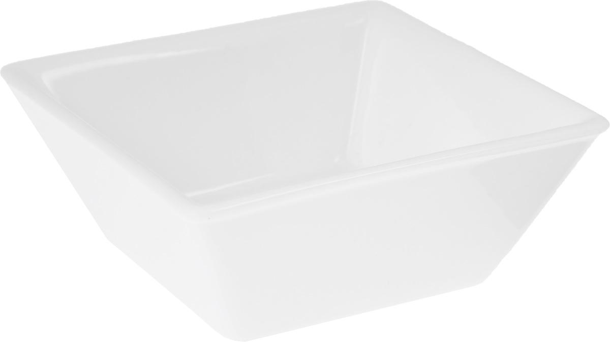 Салатник Wilmax, 265 млWL-992387 / AСалатник Wilmax, изготовленный из высококачественного фарфора с глазурованным покрытием, прекрасно подойдет для подачи различных блюд: закусок, салатов или фруктов. Такой салатник украсит ваш праздничный или обеденный стол, а оригинальный дизайн придется по вкусу и ценителям классики, и тем, кто предпочитает утонченность и изысканность. Размер салатника: 11 х 11 см.