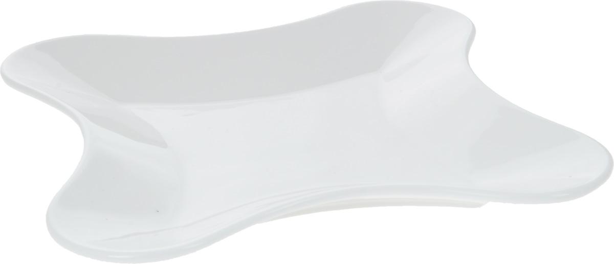 Блюдо Wilmax, 20 х 20 см. WL-992652 / AWL-992652 / AОригинальное блюдо Wilmax, изготовленное из фарфора с глазурованным покрытием, прекрасно подойдет для подачи нарезок, закусок и других блюд. Оно украсит ваш кухонный стол, а также станет замечательным подарком к любому празднику. Размер блюда: 20 х 20 см.