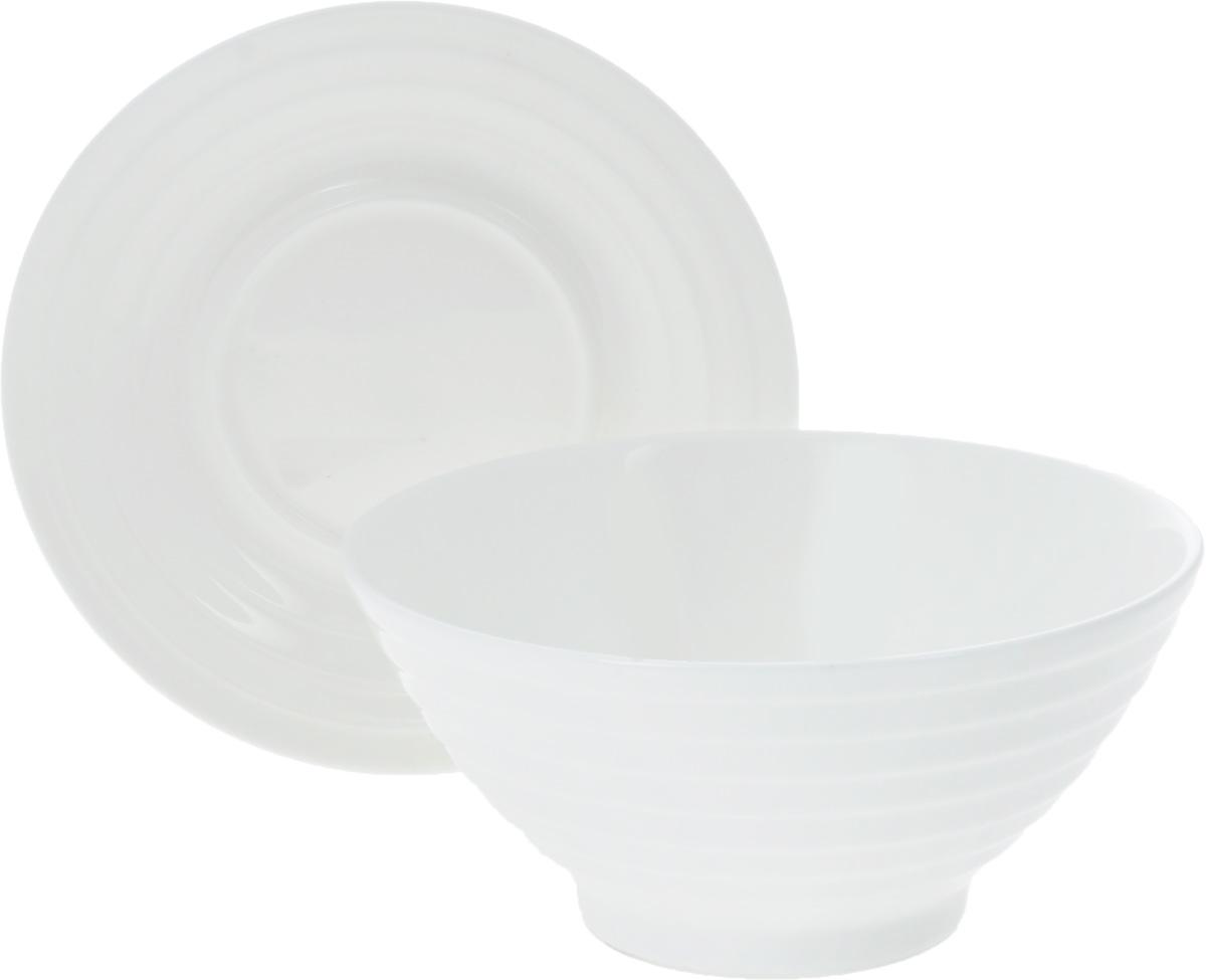 Салатник Wilmax, с блюдцем, 545 млWL-991146 / ABСалатник Wilmax, изготовленный из фарфора с глазурованным покрытием, прекрасно подойдет для подачи различных блюд: закусок, салатов или фруктов. Фарфор от Wilmax изготовлен по уникальному рецепту из сплава магния и алюминия, благодаря чему посуда обладает характерной белизной, прочностью и устойчивостью к сколами. Особый состав глазури обеспечивает гладкость и блеск поверхности изделия. Такой салатник украсит ваш праздничный или обеденный стол, а оригинальный дизайн придется по вкусу и ценителям классики, и тем, кто предпочитает утонченность и изысканность. К изделию прилагается блюдце, выполненное из фарфора. Можно мыть в посудомоечной машине и использовать в микроволновой печи. Изделия пригодны для использования в духовых печах и выдерживают температуру до 300°С. Размер салатника: 14,5 х 14,5 х 7 см. Диаметр блюдца: 15 см. Высота блюдца: 2 см.