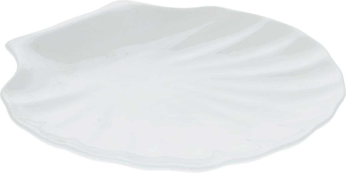 Блюдо Wilmax Ракушка, 25,5 х 24 смWL-992014 / AОригинальное блюдо Wilmax Ракушка, изготовленное из фарфора с глазурованным покрытием, прекрасно подойдет для подачи нарезок, закусок и других блюд. Оно украсит ваш кухонный стол, а также станет замечательным подарком к любому празднику. Размер блюда: 25,5 х 24 см.
