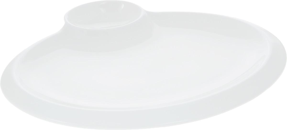 Блюдо Wilmax, 25,5 х 19,5 смWL-992629 / AОригинальное блюдо Wilmax, выполненное из высококачественного фарфора, имеет овальную форму и оснащено соусником. Изделие идеально подойдет для сервировки праздничного или обеденного стола, а также станет отличным подарком к любому празднику. Размер блюда: 25,5 х 19,5 см. Размер соусника: 7,5 х 5,2 см.