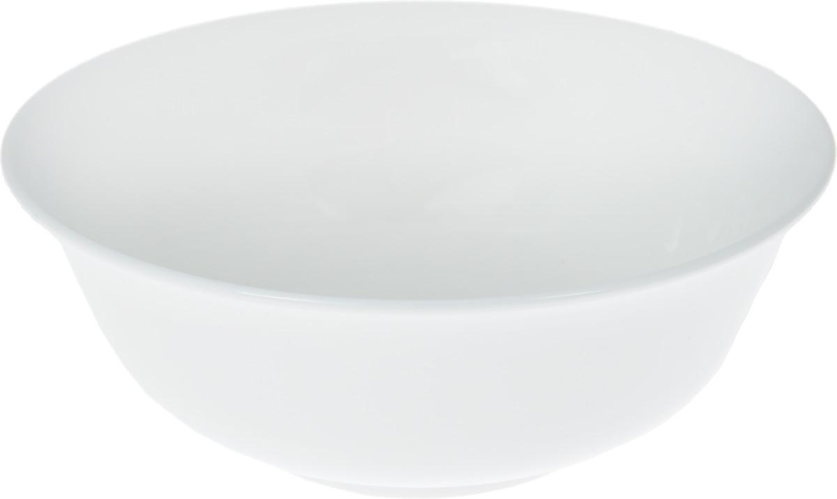 Салатник Wilmax, 700 млWL-992004 / AСалатник Wilmax, изготовленный из фарфора с глазурованным покрытием, прекрасно подойдет для подачи различных блюд: закусок, салатов или фруктов. Фарфор от Wilmax изготовлен по уникальному рецепту из сплава магния и алюминия, благодаря чему посуда обладает характерной белизной, прочностью и устойчивостью к сколами. Особый состав глазури обеспечивает гладкость и блеск поверхности изделия. Такой салатник украсит ваш праздничный или обеденный стол, а оригинальный дизайн придется по вкусу и ценителям классики, и тем, кто предпочитает утонченность и изысканность. Можно мыть в посудомоечной машине и использовать в микроволновой печи. Изделие пригодно для использования в духовых печах и выдерживает температуру до 300°С.